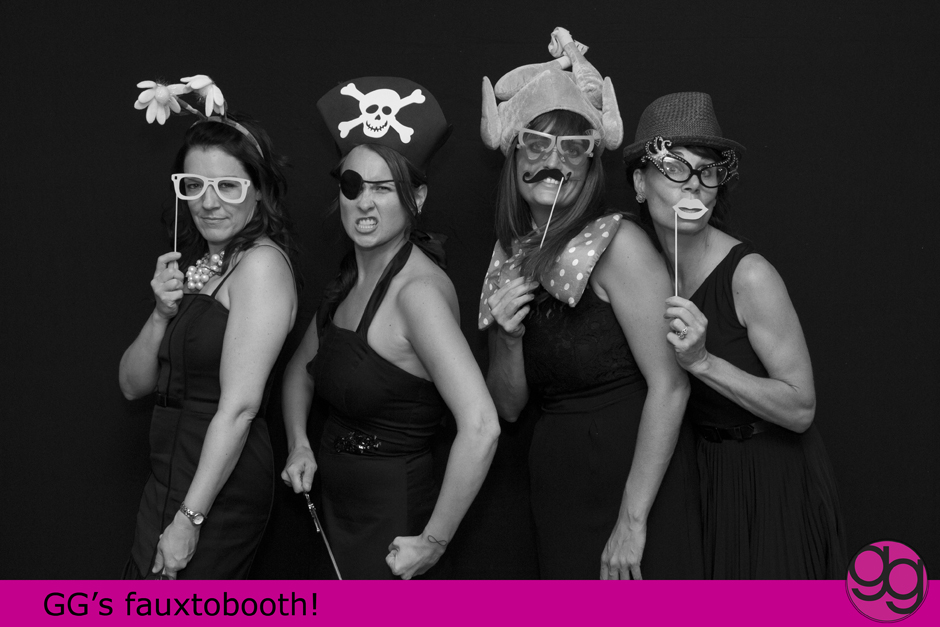 photobooth at seattle wedding by jenny gg