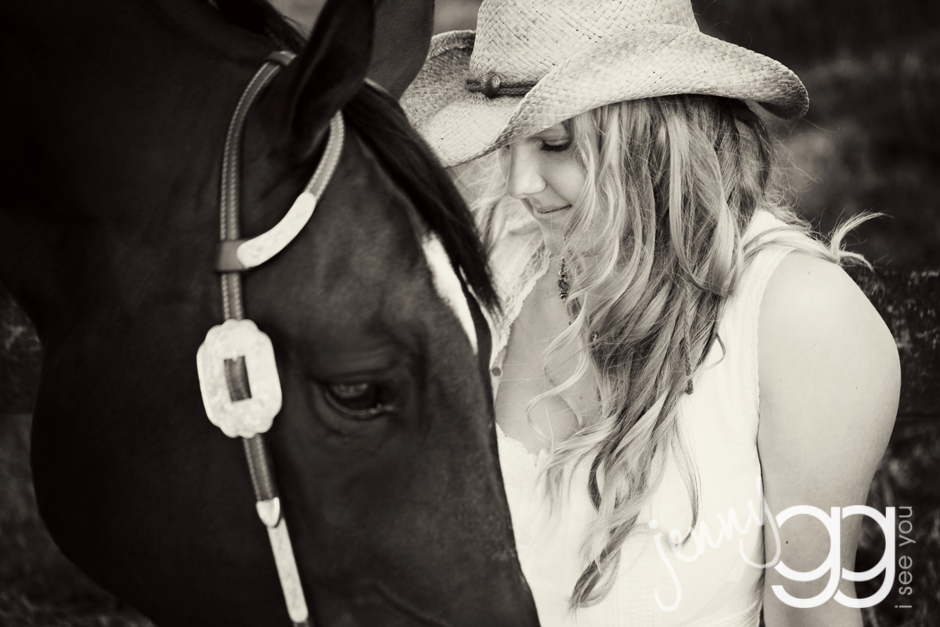 senior portraits with a horse by jenny gg 001