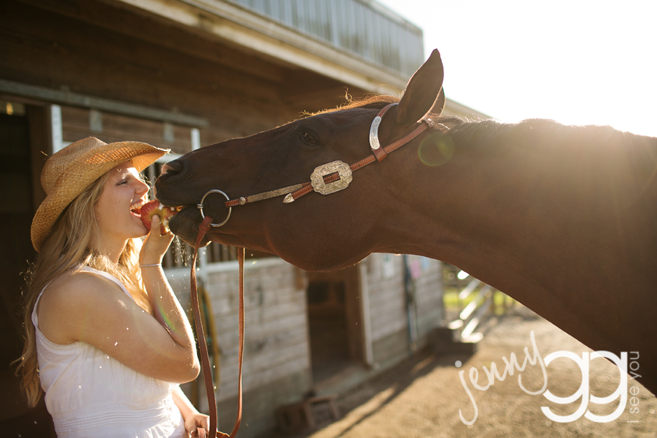 senior portraits in snohomish with a horse by jenny gg