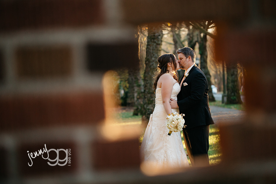 bride and groom at university of washington